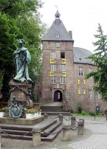 Moerser_Schloss_mit_Standbild